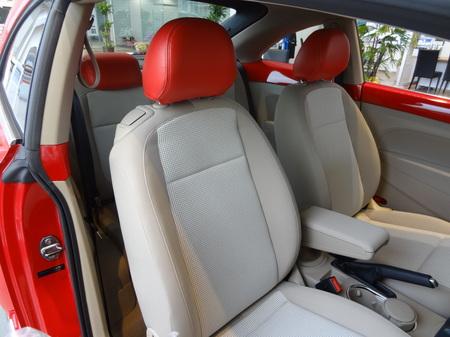 20130218_展示車Beetle赤ベージュ内装2のサムネール画像
